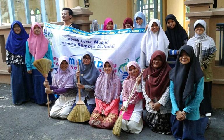 Bersih Masjid Bersama Remaja Al-Kahfi Cabang Surakarta