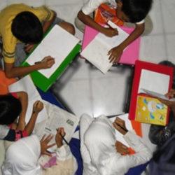 Suasana belajar bersama anak asuh & binaan di Yayasan al Kahfi